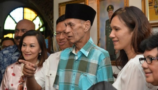 YB MINISTER VISITS THE HOME OF VETERAN ARTIST, TAN SRI JiNS SHAMSUDDIN